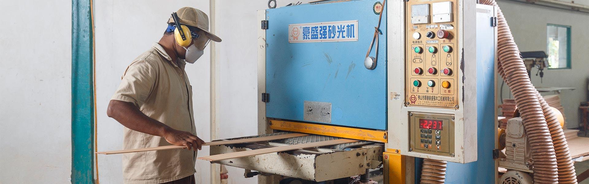 Operating a timber sanding machine
